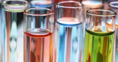 Цветные колбы с жидкостью