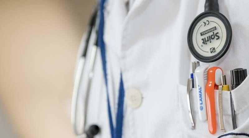 Доктор с фонендоскопом
